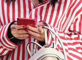 连手机都装不下的mini包,到底该不该买?