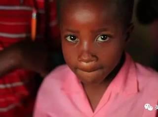 面临旱灾饥荒,年幼的她们只能出卖身体赚钱养家…