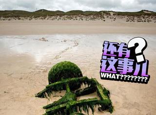 被沙子埋了30年的路虎车,竟突然出现在了海滩上