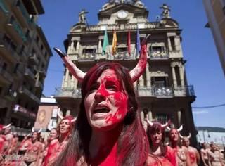 当传统的狂欢与残忍的杀戮碰撞,你还愿意去参加这样的奔牛节吗?