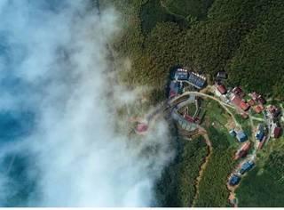 这个只有二十几户人家的村落,私藏了莫干山麓最高处的云海