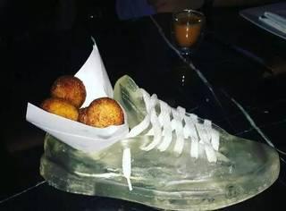 拿什么容器装菜会比较有食欲?人家把陈年老臭鞋都用上了…