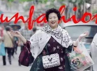 """罗子君妈妈一把年纪还能花式""""撩人"""",她才是上海滩第一时尚博主!"""