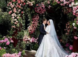 维密甜心米兰达结婚了,穿着DIOR高定婚纱却亲手为婚宴做拿手菜