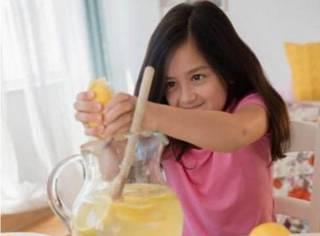 英国城管禁止5岁小女孩出售自制柠檬水,还罚巨款,什么??围观群众教你做人