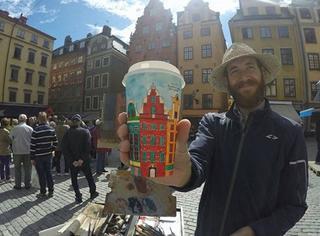 艺术家环游世界,把他眼中的美景都画在了纸杯上