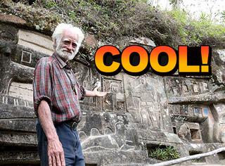 53岁大叔山里隐居40年,在岩石上雕刻了300英尺巨幅画
