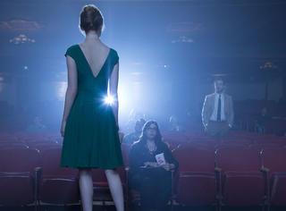 【一张截图猜电影】一个用来歌唱、四季都能穿漂亮裙子的梦之城