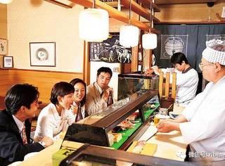 下班后的日本人:喝酒和陪老婆,日本男人选择啥?