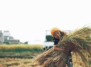一位摄影师凭借晒女儿照片,找到满意的工作,过上了想要的生活