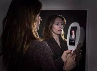 摄影师拍了一组人类与智能手机的照片,看完触目惊心