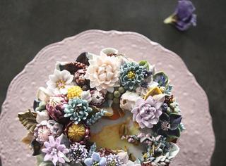 她把奶油蛋糕做成插花艺术品,你舍得下口吃吗?
