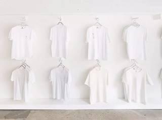 从连衣裙到bralette,如何用一件T恤穿出百变花样?