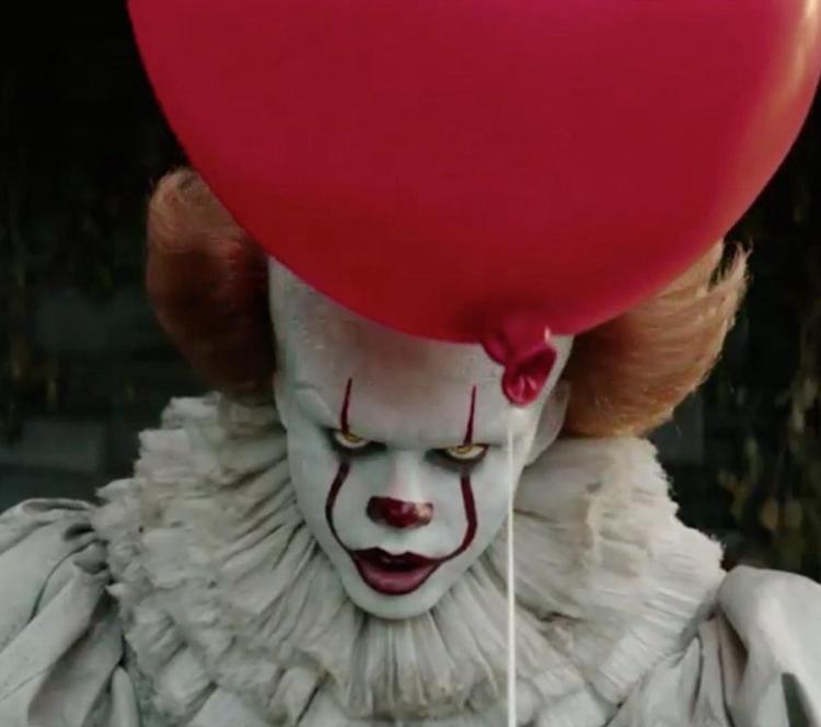 树丛、路边、下水道…杀人魔小丑真的无孔不入、阴魂不散!