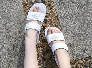 别再去超市买拖鞋啦,这些潮款舒适好穿还不贵,明星同款轻松get