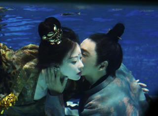《凰权》陈坤倪妮水下搂脖亲吻,二位出浴美人的皮肤羡慕不来