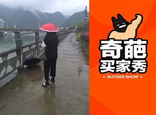 阴雨蒙蒙的天气,只给背影就是最好的pose