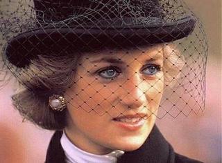 戴妃逝世20周年丨为爱嫁入王宫,最终却变成了政治婚姻牺牲品