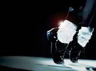 为什么黑皮鞋不能配白袜子?