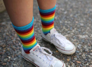 不认同自己性别的青少年中,每两个就有一个尝试过自杀