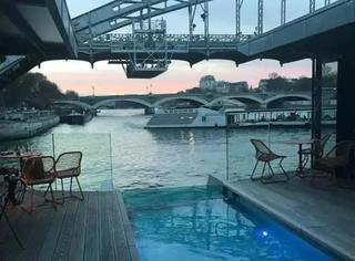 巴黎开了一间漂在塞纳河上的酒店 睡在里面觉得自己秒变富豪?!