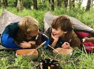 去森林探险,用漂流船环游世界,这兄弟俩的童年我也想要!