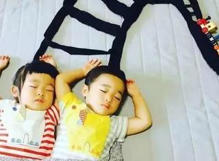 日本一妈妈趁女儿和儿子睡着之后,拍出了超有趣照片