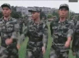 军训中那些同手同脚的大神们...