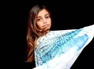她不是天使,却用翅膀创造了一个关于美的神话,美炸了!