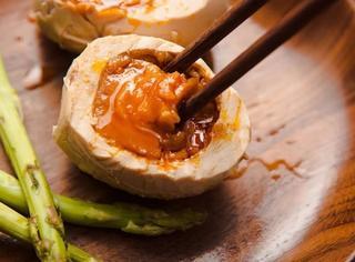 你如果吃一口这种烤出来的咸鸭蛋,早餐再也不想配别的东西吃了!