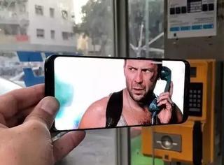 手机摄影还可以这样玩,让画面与现实巧妙拼合!