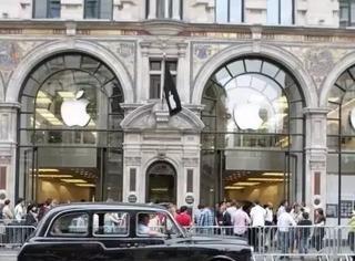 """撤下iPhone店前史上最尴尬的铁栅栏?看来是要换个地方""""搞事情"""