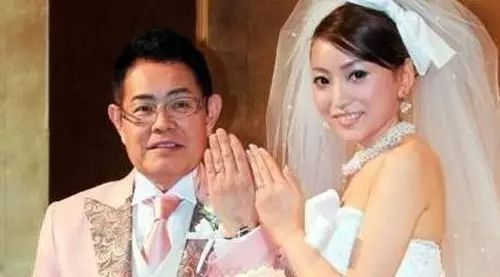 日本73岁富豪怀疑28岁妻子为钱结婚,用破产测试她...