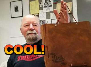 78岁老板每天给员工带吃的,然后他收到了一个特别的生日礼物