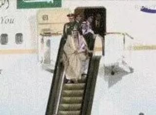 沙特国王的黄金电梯卡壳了,壕到极限就是这样的