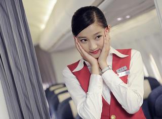 关晓彤的空姐服尬舞视频出自《浪漫天降》,这电影也可以当八卦看看