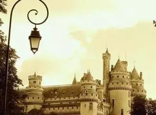 这座法国北方最美城堡,见证过王室母子决裂,兄弟反目~~