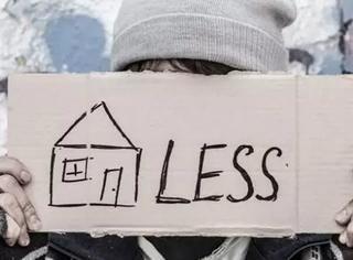 因为租不起房子而流落街头的人越来越多,那就只能把房子越建越小了呗…