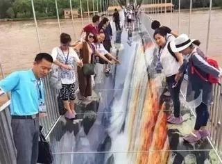 黄河上建了座3D玻璃桥,比张家界玻璃栈道恐怖多了,这次又又又要火了!