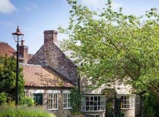 全世界最受旅行者喜爱的餐厅,藏身于英国小村庄的田园风光中……