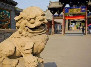 """雄狮:""""哼!你们中国人干嘛要把我雕刻成卷毛狮子狗?"""""""