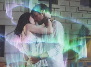 《天赋异禀》中出现年度最科幻CP,牵手接吻自动触发极光特效!