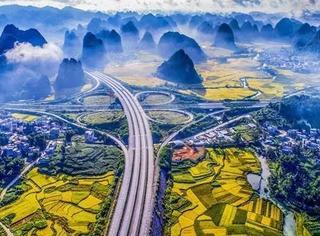 中国又一条高速火了!外媒点赞惊呼仙境,原来秋季家门口就藏着自驾好地方!