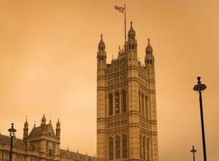 让爱尔兰断电断网全国瘫痪的可怕妖风,正在把伦敦变成灾难大片style...