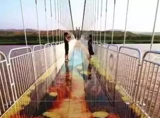 比张家界玻璃栈道恐怖1万倍,黄河3D玻璃桥,你敢走吗?