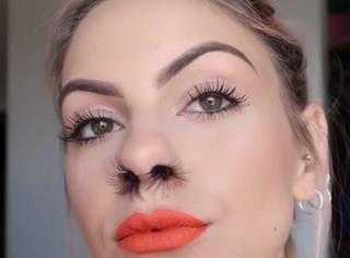 鼻孔里面塞满眼睫毛,姑娘说这是时尚