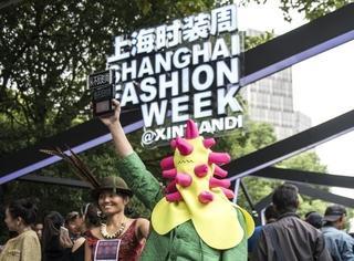 上海时装周的街拍又来刷新三观了...