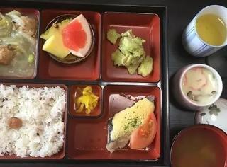 一个产妇贴出自己在日本生娃时吃的医院病号餐,网友看完都想去日本生娃了啊啊啊-.-