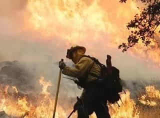 加州大火中最令人遗憾的损失不是纳帕的酒庄,而是这栋价值1700万美金的玻璃豪宅