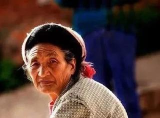 空巢老人调查:在孤独中,人的尊严也会丧失干净,太现实了...